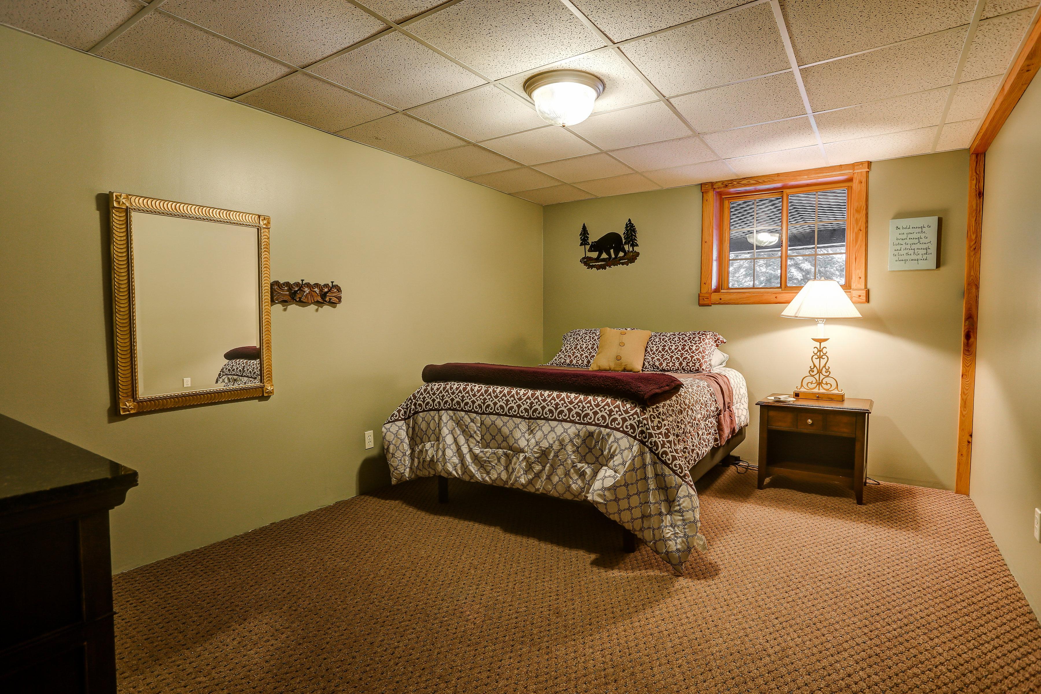 Lodge Bears Den Bedroom