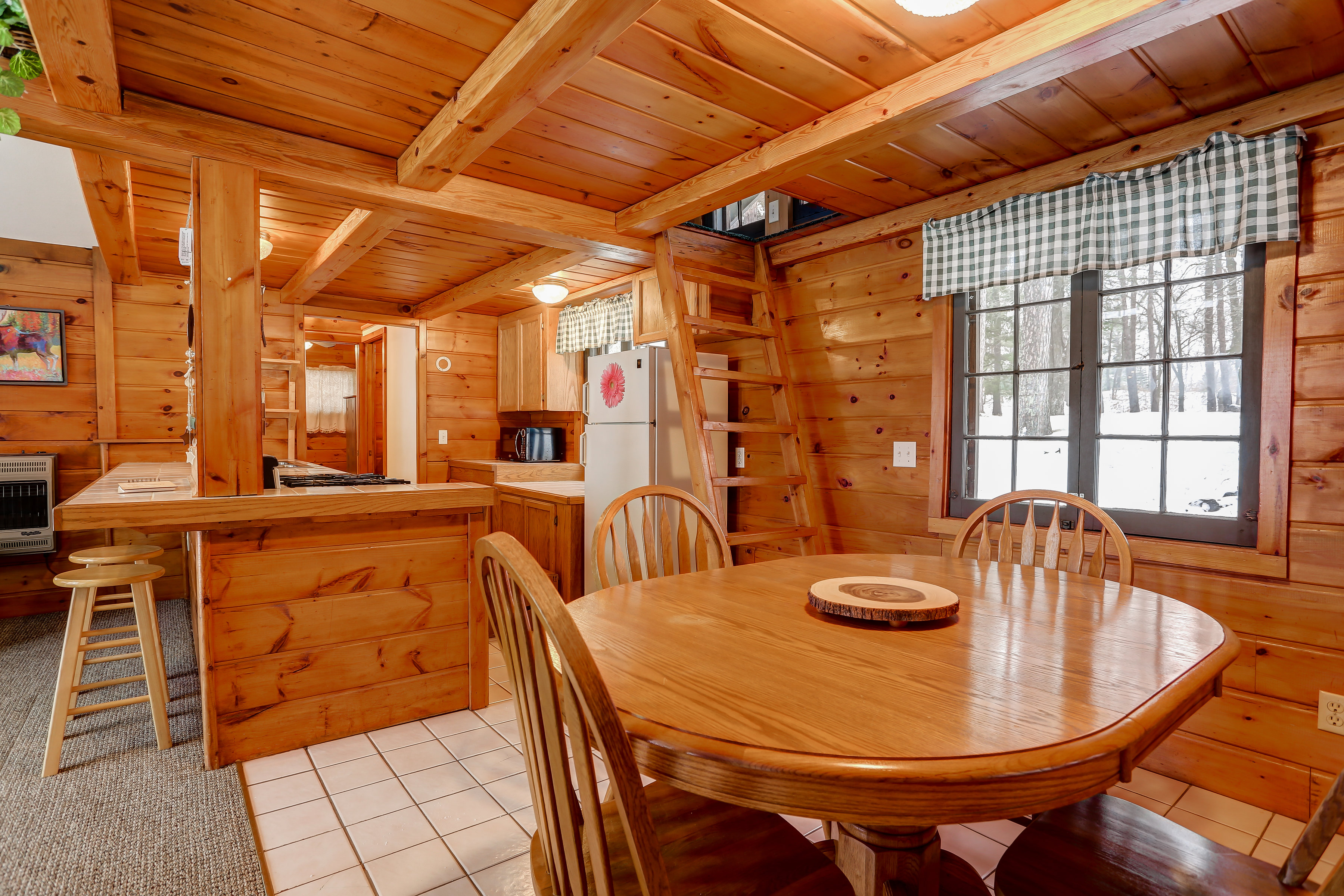 Cabin Dining and Kitchen